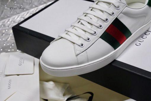 Các chi tiết đều được làm hoàn chỉnh trên giày Gucci