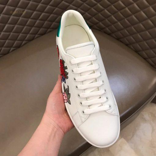 Các chi tiết nhỏ trên giày đều được làm tinh xảo