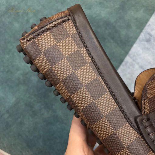 Chất liệu da Canvas Damier trên giày nam LV