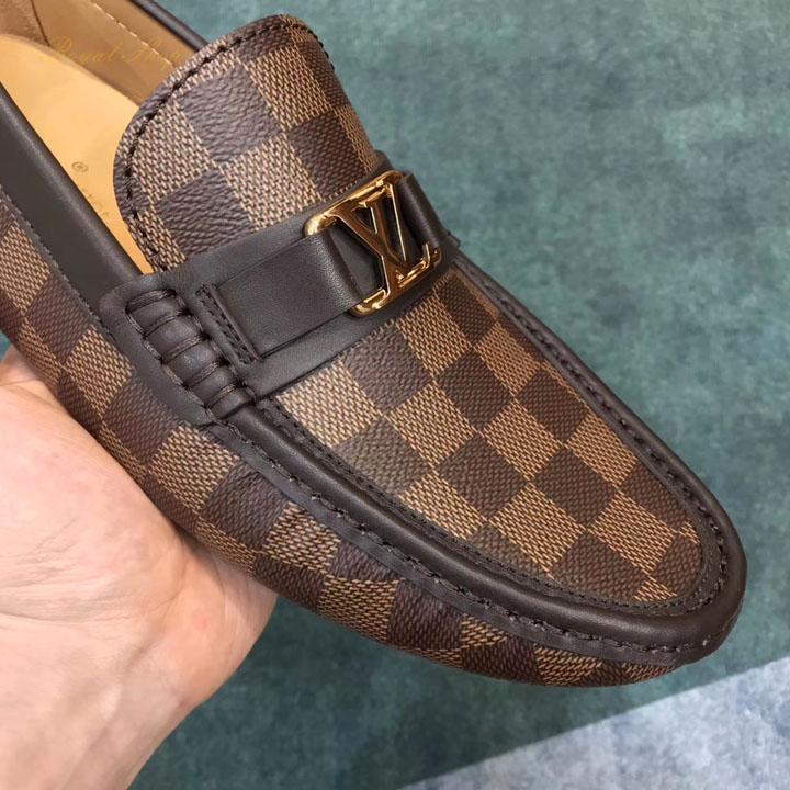 Chi tiết giày nam LV