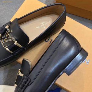 Giày LV nam sử dụng da bê trơn