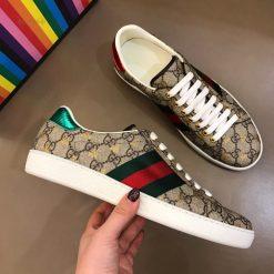 Giày nam Gucci với họa tiết Double G