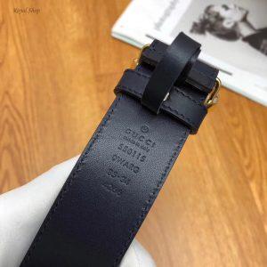 Phần chữ dập chìm ở mặt trong của thắt lưng Gucci