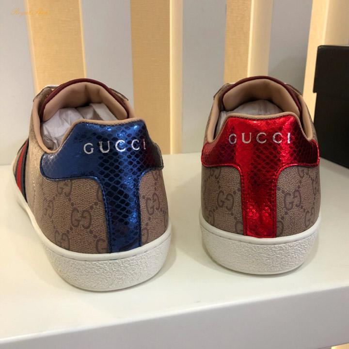 Phần gót giày Gucci làm từ da rắn