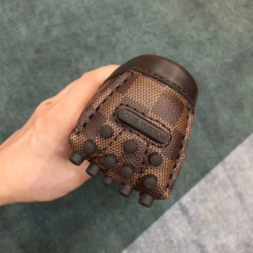 Phần gót giày với những chi tiết nhỏ đều được làm hoàn chỉnh