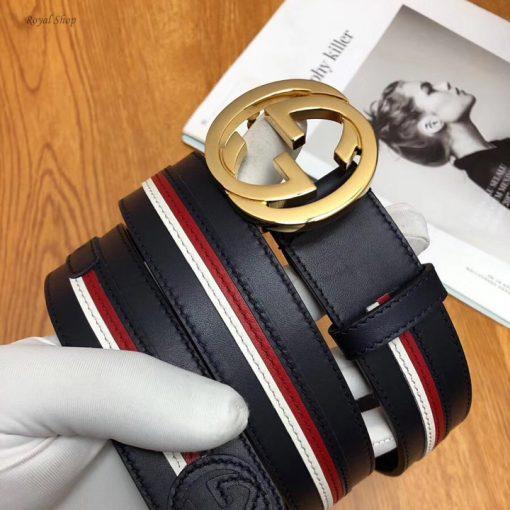 Trên tay dây nịt Gucci