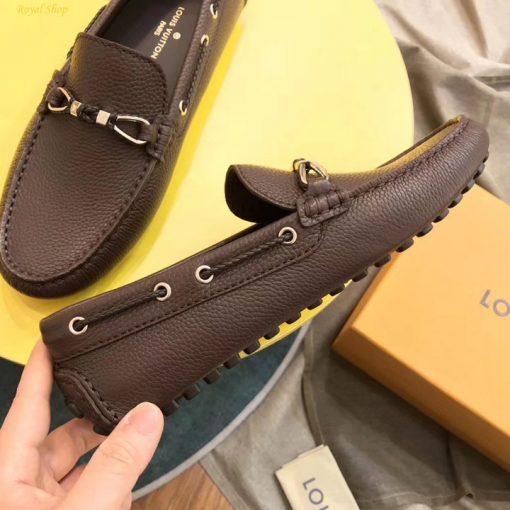 Trên tay giày nam Louis Vuitton