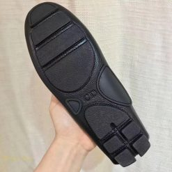 Phần đế giày Dior làm từ cao su đúc