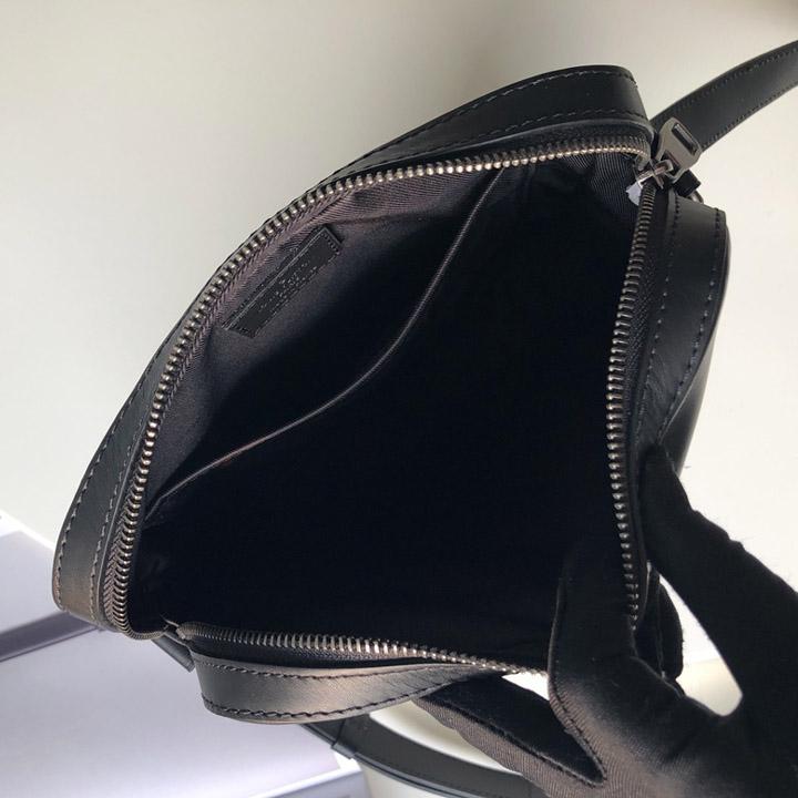 Bên trong túi đeo chéo LVTN8130