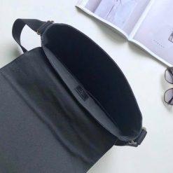 Bên trong túi được thiết kế rộng LVTN8134