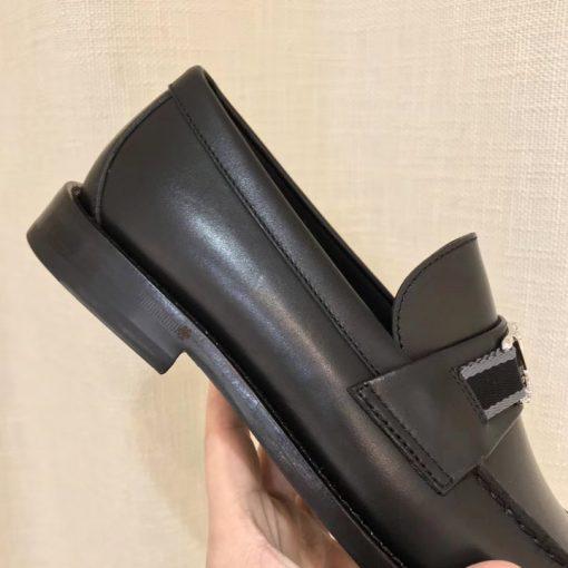 Các chi tiết trên giày rất đều và khéo léo