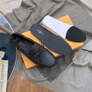 Chi tiết bên trong giày