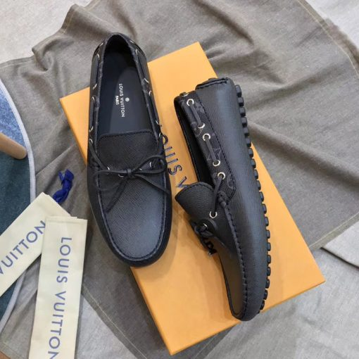 Chi tiết trên giày được làm rất cẩn thận