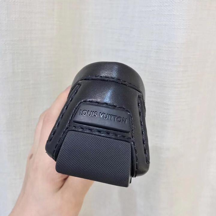 Gót giày được làm tinh xảo và được khắc dòng chữ thương hiệu Louis Vuitton