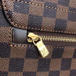 Khóa kéo mặt sau túi được mạ PVD cao cấp sáng bóng