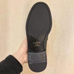 Phần đế của giày nam LV