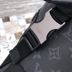 Tên thương hiệu được khắc trên mặt khóa rõ nét