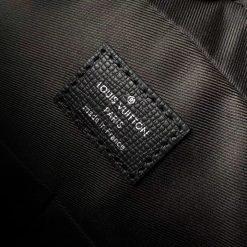Thẻ da bên mặt trong túi đeo chéo LVTN8137