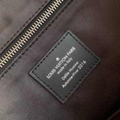 Thông tin và tên thương hiệu được in lên thẻ da rõ ràng
