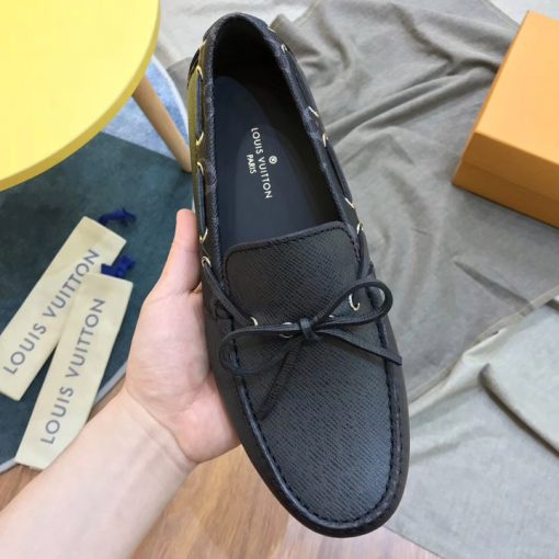 Trên tay giày nam LV siêu cấp