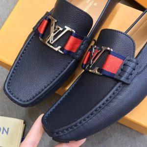 Các chi tiết nhỏ trên giày LV