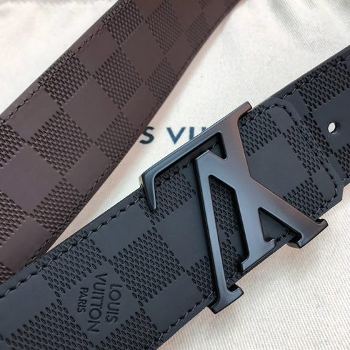 Các chi tiết trên thắt lưng LV