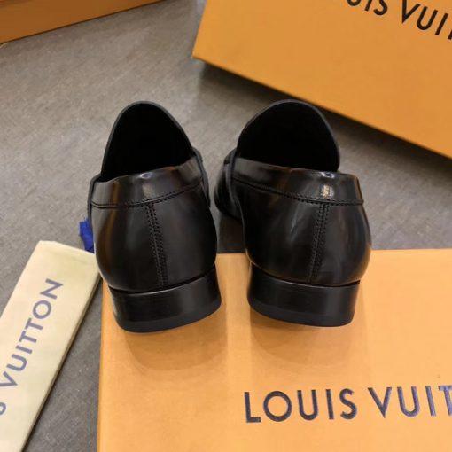 Gót giày được làm gọn gàng