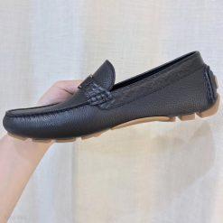Phom giày chuẩn và rất đẹp
