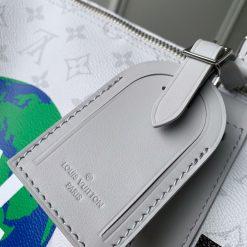 Thẻ da trên túi du lịch LV