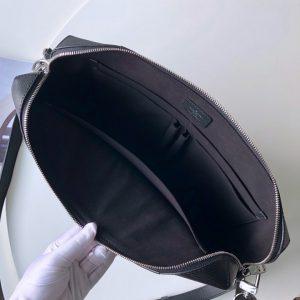 Chi tiết phía bên trong túi xách công sở LV nam