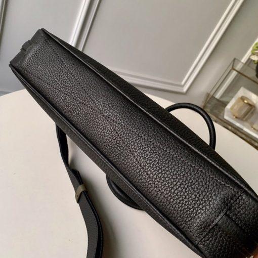 Phần đáy của túi xách LV nam LVTN8804