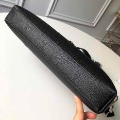 Phần đáy của túi xách nam LV LVTN8803