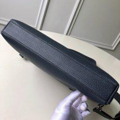 Phần đáy túi xách nam LV đeo chéo LVTN8802