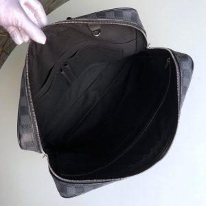 Phía bên trong túi xách LV nam LVTN8811