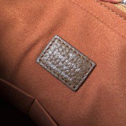 Tem da bên trong túi xách
