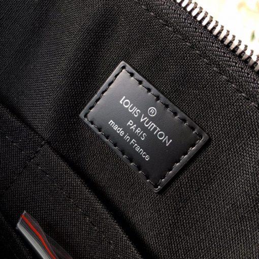 Thông tin và tên thương hiệu được in lên tem da trong túi