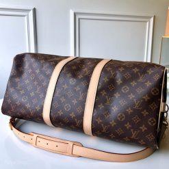 Phần đáy túi xách du lịch LV