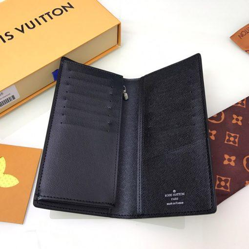 Bên trong ví có chứa nhiều ngăn để đựng thẻ