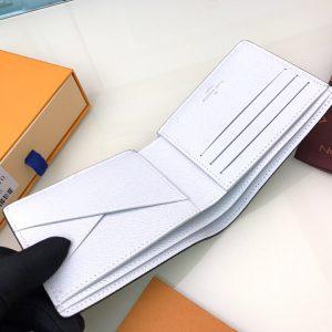 Chi tiết mặt trong của ví nam siêu cấp LVVN8115