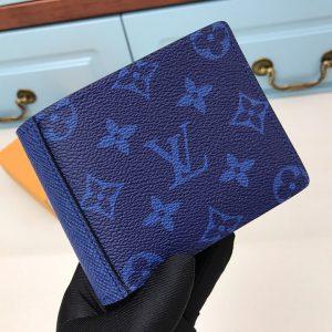 Trên tay ví nam LV màu xanh siêu cấp