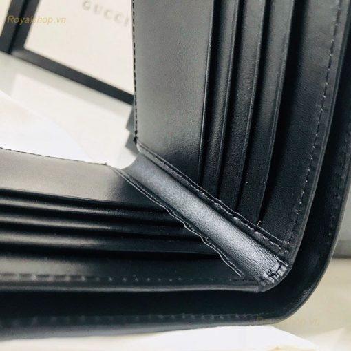 Ví có thiết kế với nhiều ngăn để thẻ