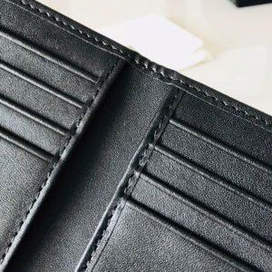 Bóp có thiết kế nhiều ngăn để thẻ