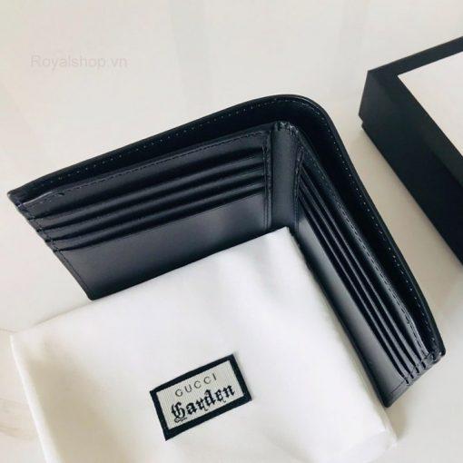 Các chi tiết trên ví được làm cẩn thận và khéo léo