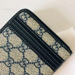 Đường kim mũi chỉ trên ví được làm đều và đẹp