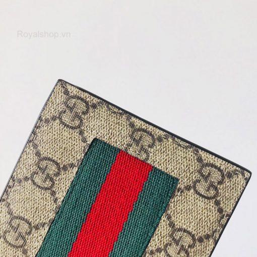 Họa tiết double G và sọc vai xanh đỏ đặc trưng của Gucci