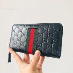 Trên tay ví nam dài Gucci siêu cấp