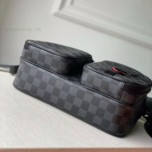 Phần đáy của túi nam LVTN8814
