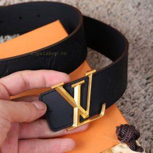 Các chi tiết trên dây lưng được làm hoàn chỉnh