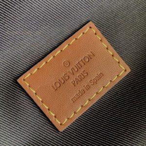 Tem da trong túi nam LV đeo bụng
