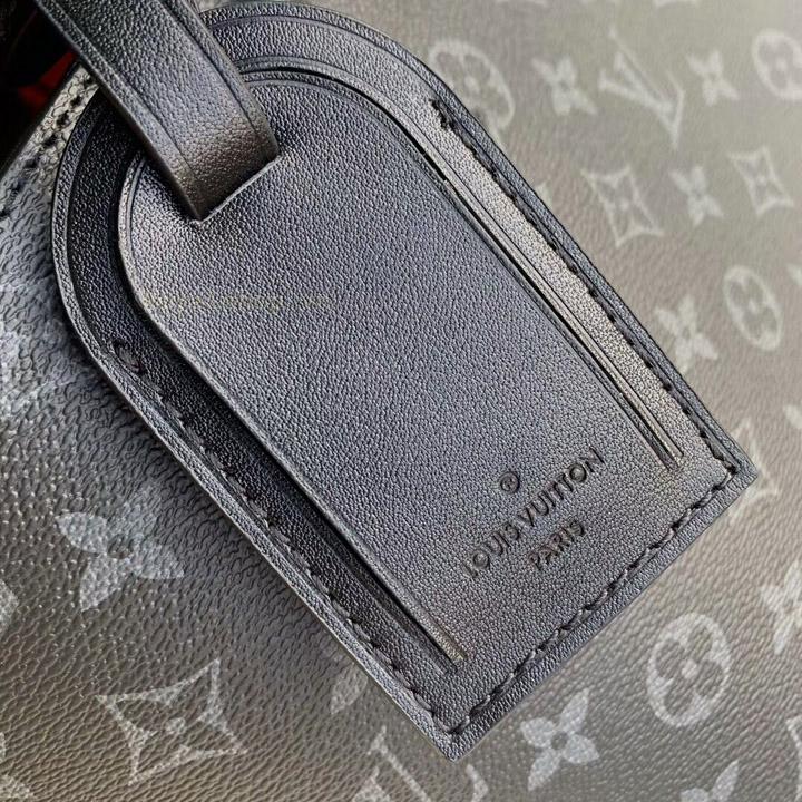 Thẻ da mặt ngoài túi xách nam LV